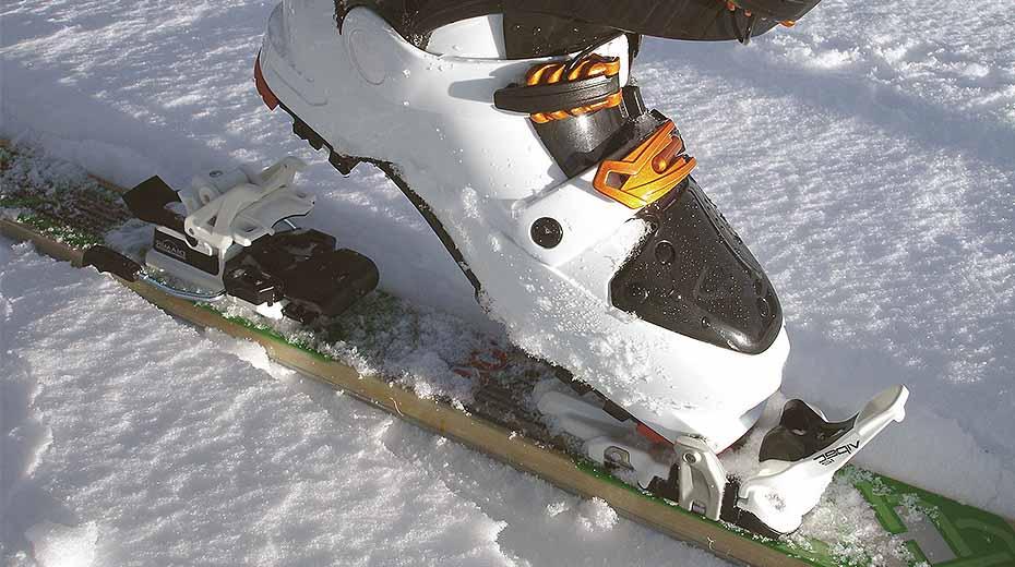 Ski boot with technical touring ski binding