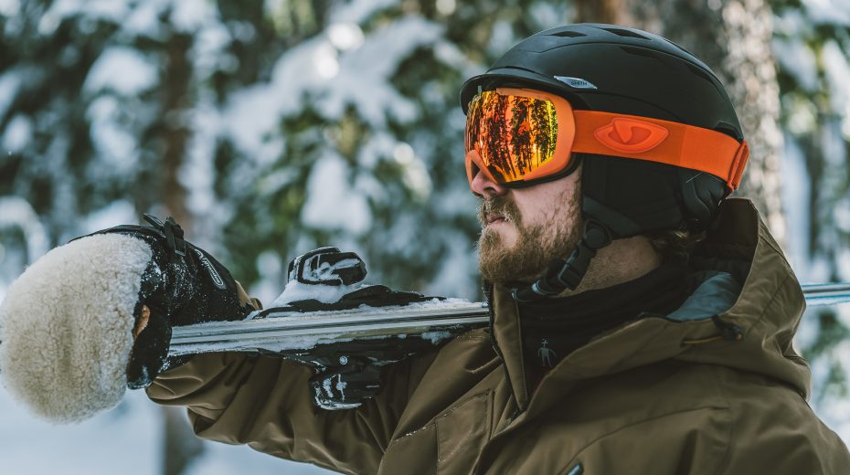Skiier with helmet and goggles